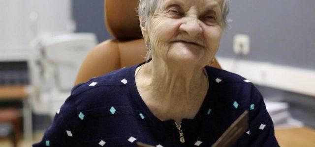 В Тюмени провели операцию по удалению катаракты у 90-летней пациентки